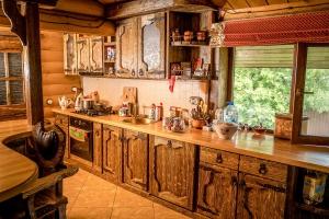 Дом под старину кухня