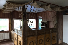 Комплект мебели под старину в бар