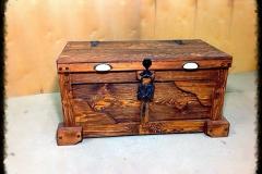 Сундук Хозяин из массива сосны под старину с ковкой