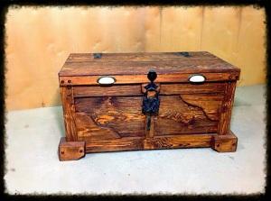 сундук состаренный с ковкой