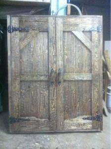двустворчатая дверь из массива сосны под старину