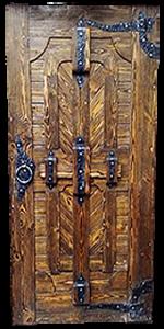 дверь под старину с ковкой