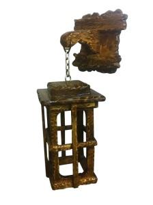 светильник-бра из дерева