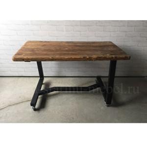стол из массива и металла в стиле лофт на колесиках