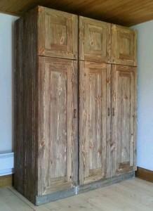 шкаф в стиле лофт из дерева