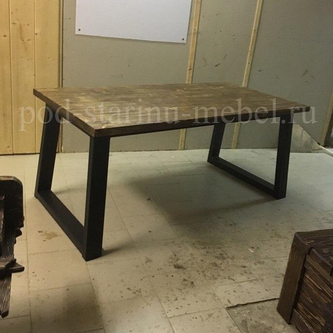 стол лофт с металлическими ножками и деревянной столешницей