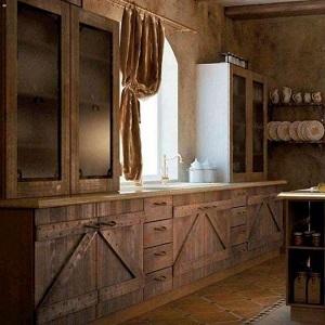 Кухня в стиле шале из массива дерева