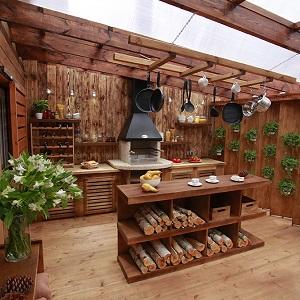 Кухня из массива дерева в беседку