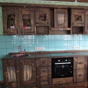 Кухня из массива дерева под старину