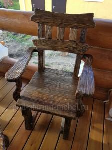 Кресло из массива сосны под старину Классика