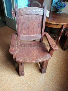 Кресло из массива дерева под старину Граф