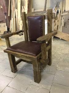 Кресло из массива сосны под старину с обивкой Царевич