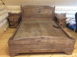 Кровать из массива сосны под старину