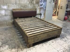 Кровать из состаренного массива сосны с мягким изголовьем