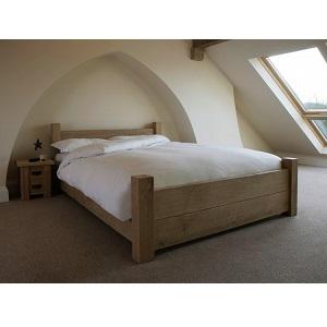 Кровать из непокрашенного массива сосны в стиле лофт