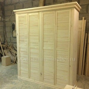 Шкаф из массива сосны с жалюзийными дверками