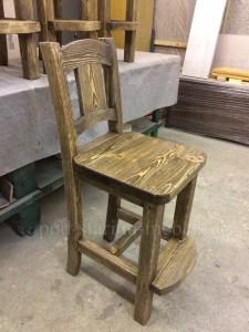Барный стул из массива сосны под старину