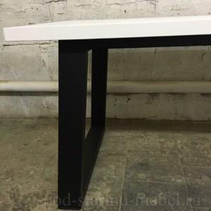 Стол в стиле лофт. Столешница из массива сосны, ножки из металла