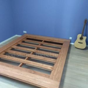 кровать из массива дерева в стиле лофт