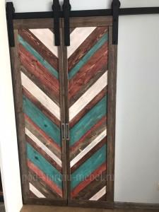 Дверь в стиле лофт из массива сосны