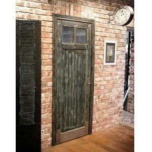 дверь в стиле лофт из массива дерева с металлическими листами