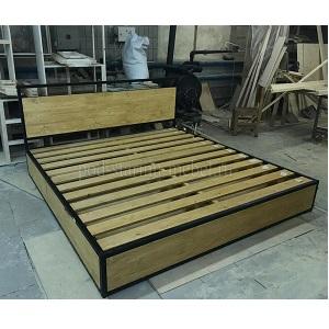 кровать в стиле лофт из массива и металла