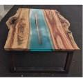 стол в стиле лофт с заливкой смолой