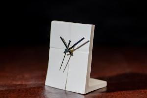 Настольные часы Гравитация